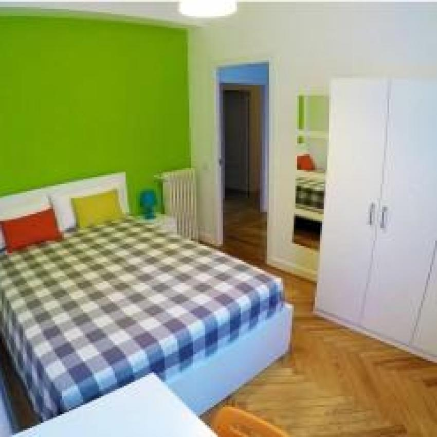 Bed In 4 Bedroom Flat On Calle Paseo General Martinez Campos Madrid